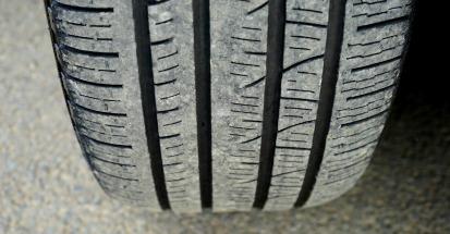 Dibujo y adherencia del neumático