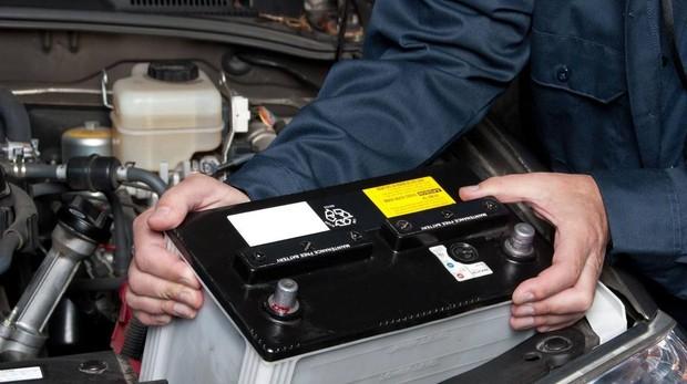 Mudar bateria automóvel