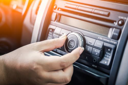 Sistema de som do seu carro. Fontes de audio e conselhos para amplificar a capacidade sonora do seu carro