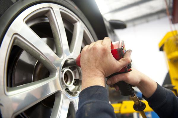 Equilibragem da direcção e alinhamento de pneus. Tudo o que precisa de saber sobre a equilibragem das rodas do seu carro